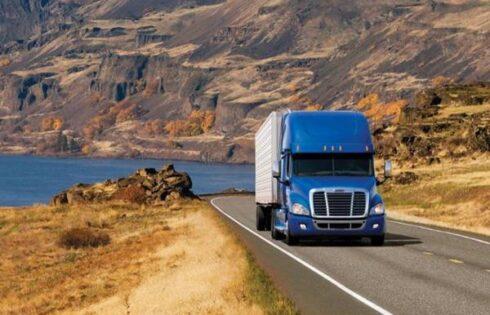 Mơ thấy xe tải đánh con gì? Điềm báo là gì?